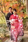 menikmati pengalaman menjelajahi kota kyoto sambil berkimono di