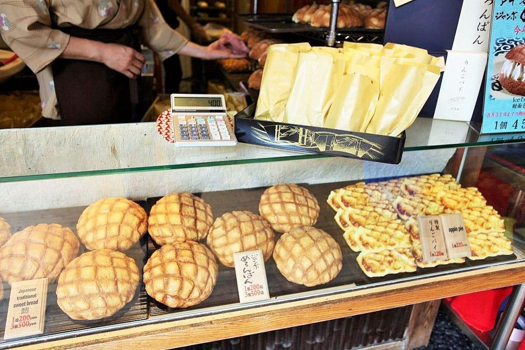Want To Try Crispy Jumbo Melon Bread Head To Asakusa S Kagetsudo Matcha Japan Travel Web Magazine