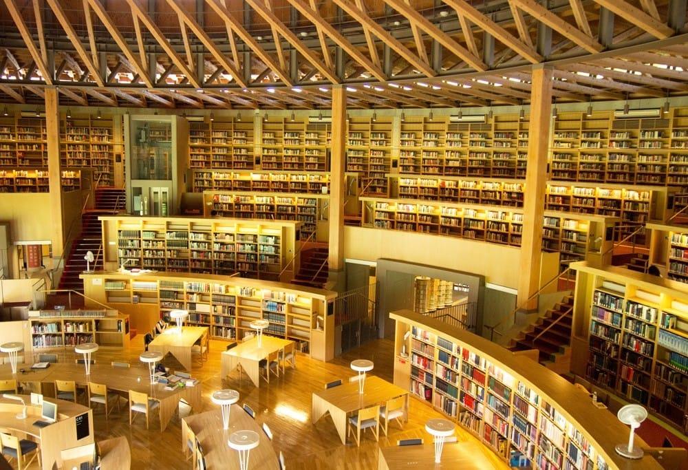 日本で最も美しい図書館のひとつ、秋田「中嶋記念図書館」