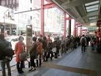 Xếp hàng đợi để mua bánh Dorayaki