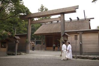 <div class='captionBox title'>神社迷非去不可的日本5大著名神社!</div>