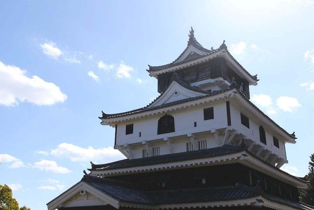 <div class='captionBox title'>環視瀨戶內海絕景的日本城堡 — 山口縣「岩國城」</div>