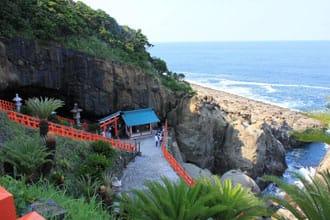 <div class='captionBox title'>【宮崎】海邊洞窟的「鵜戸神宮」神社|紅與藍相互輝映的絕景</div>