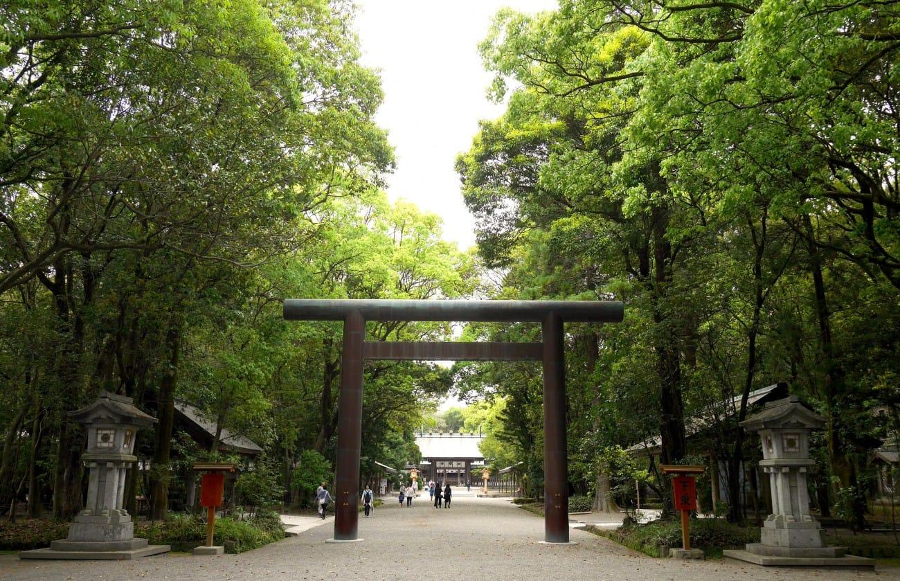 <div class='captionBox title'>在地人才知道的私房景點:探訪歷史悠久的宮崎神宮</div>