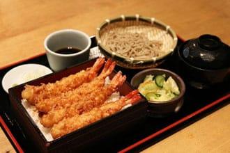 日料的正确吃法:天妇罗,寿喜烧,炸猪排,蘸面,纳豆,饭团,鳗鱼三吃等