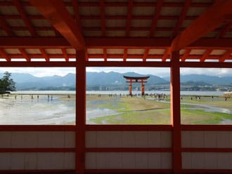 <div class='captionBox title'>從東京出發去宮島,電車和飛機哪個好?</div>