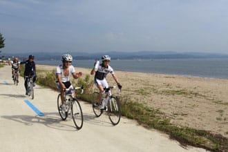 <div class='captionBox title'>在世界最美海灣之一富山灣 來一趟畫中的自行車奔放之路</div>