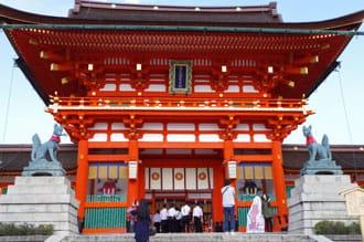 <div class='captionBox title'>Fushimi Inari Shrine's Senbon Torii - The Entrance To Another World</div>