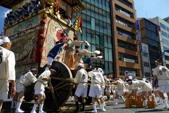 <div class='captionBox title'>Gion Matsuri - The Complete Guide To Kyoto's Great Festival </div>