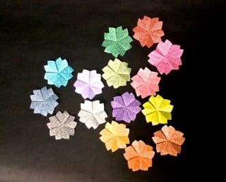 鍋島小紋柄(なべしまこもんがら)折り紙から感じる、「草木を愛でる」和の心