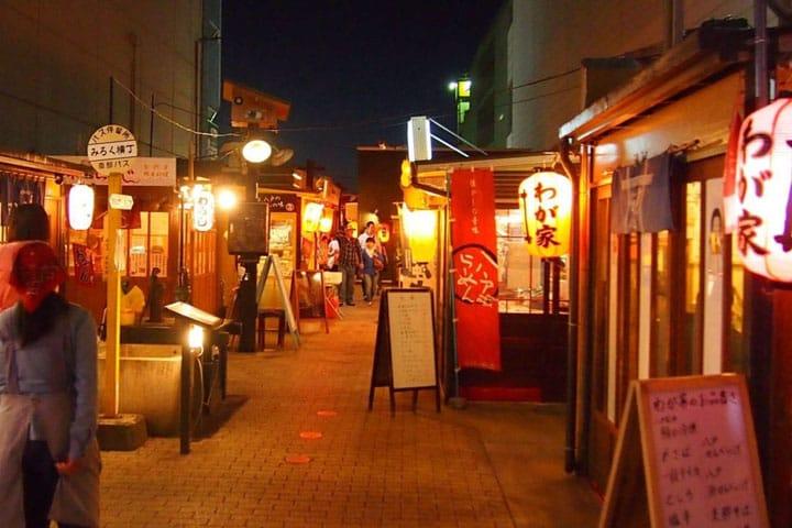 青森県八戸の人と料理を楽しむなら「みろく横丁」へ!