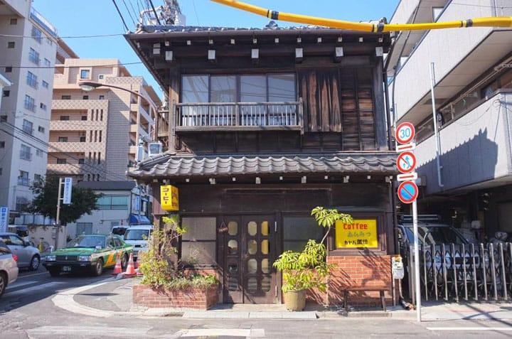 【SHITAMACHI】야나카(谷中)「카야바커피(カヤバ珈琲)」집과도 회사와도 다른, 안심할 수 있는 즐거운 곳