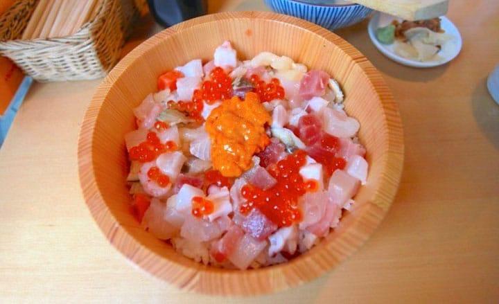【筑地·虎杖】12种鱼贝类一网打尽!三吃?海鲜盖饭要分开吃!