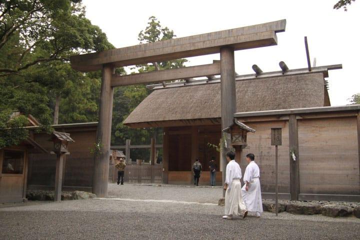 ถ้าชอบศาลเจ้าล่ะก็ คิดไม่ผิดที่มาที่นี่!5 ศาลเจ้าที่มีชื่อเสียงในญี่ปุ่น