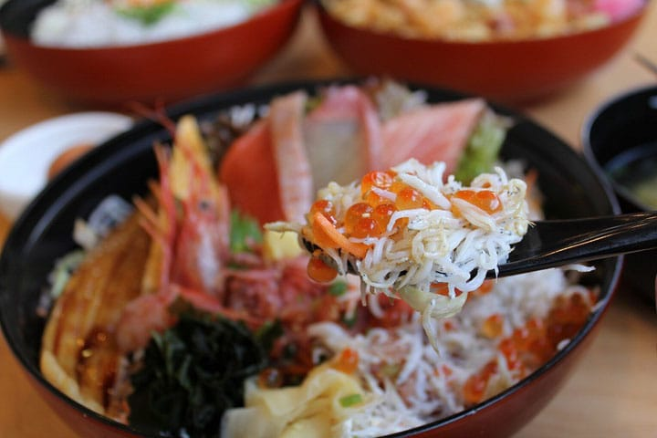 Not To Be Missed In Enoshima: Tobiccho's No.1 Shirasudon Rice Bowl!