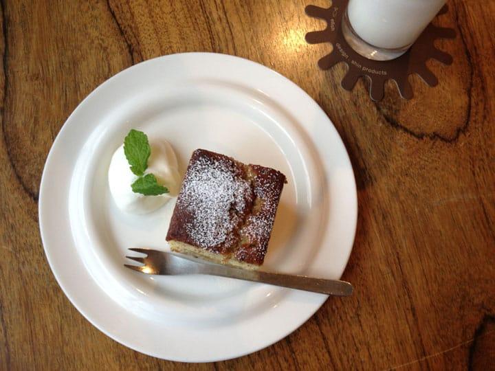 """Taking a Break in Kamogawa Riverside Cafe """"efish"""""""