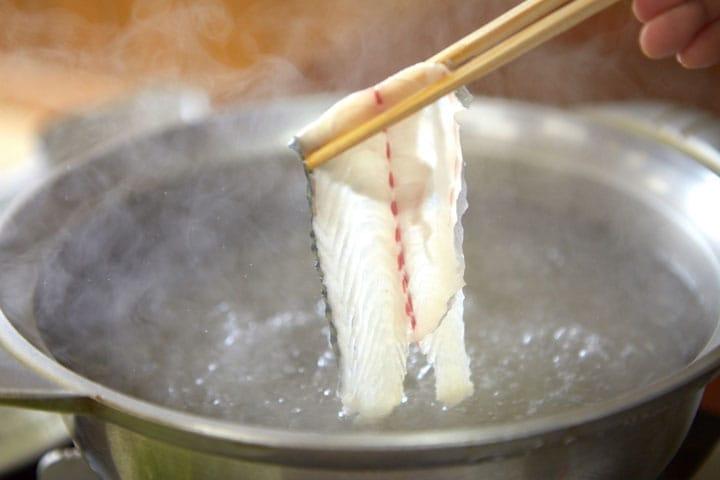 日本で唯一!? 生きた鯖しゃぶしゃぶを食せる「坊勢島 乱菊すし」