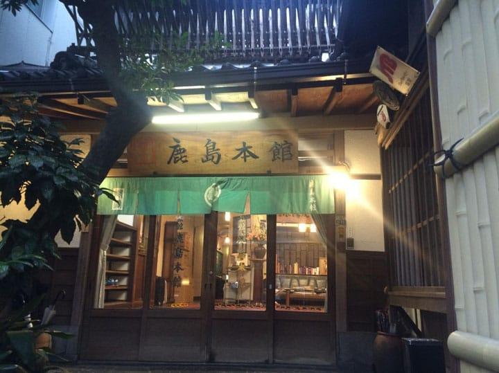 하카타에서 여관에 묵고싶다면, 방일 여행객에게 사랑받는「일본 전통 여관 가시마 본관」으로!