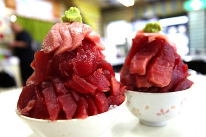 青森「鶴亀屋食堂」のてんこもりマグロ丼に挑戦!