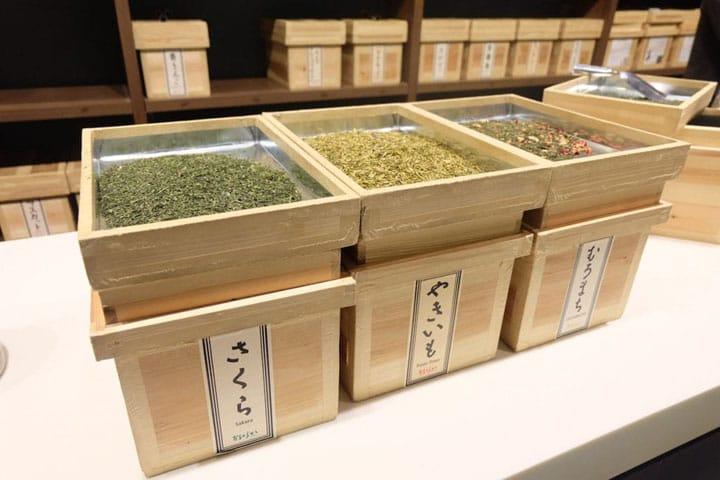 桜のお茶もあり!フレーバー日本茶を楽しめる日本橋「おちゃらか」