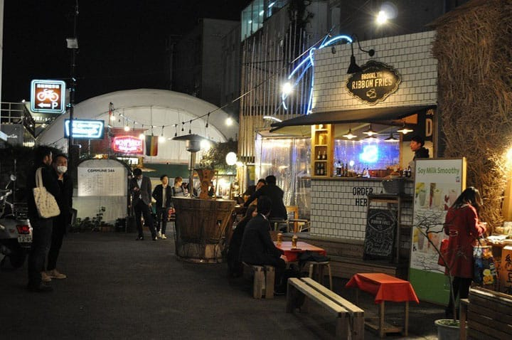 【오모테산도】카페, 바, 대학… 다양한 시설이 모이는 도시 공간「COMMUNE246」