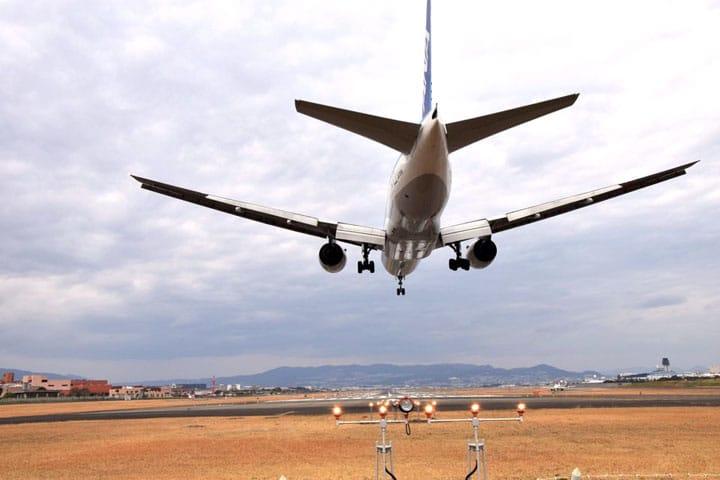 Memotret Pesawat Terbang di Bandara Internasional Osaka dari Pinggiran Sungai Senrigawa!!