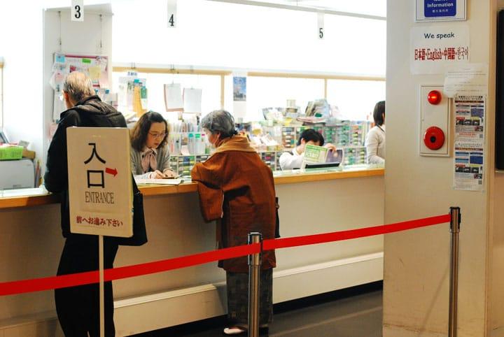 道案内から京都オリジナル体験ツアーまで!旅行者の心強い味方「京都観光案内所」とは