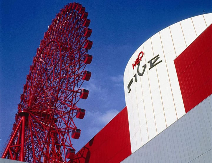 Súbete al gigante rojo de Osaka, la rueda de la fortuna de HEP FIVE