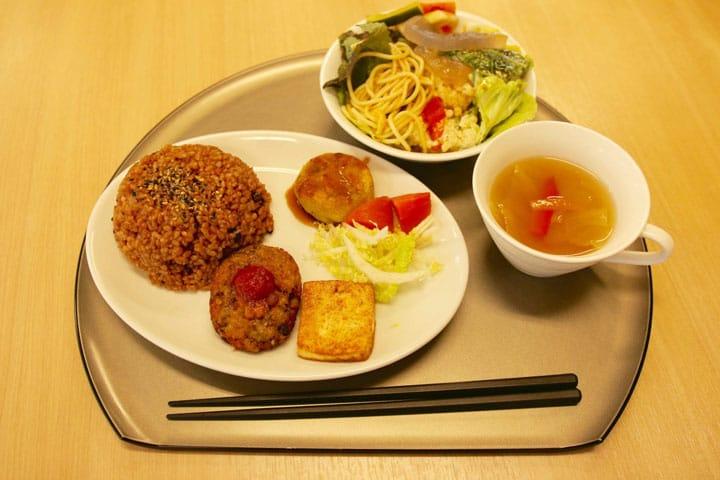 The Organic Food Buffet at Kaemon Asakusa - Delicious Vegan Cuisine!
