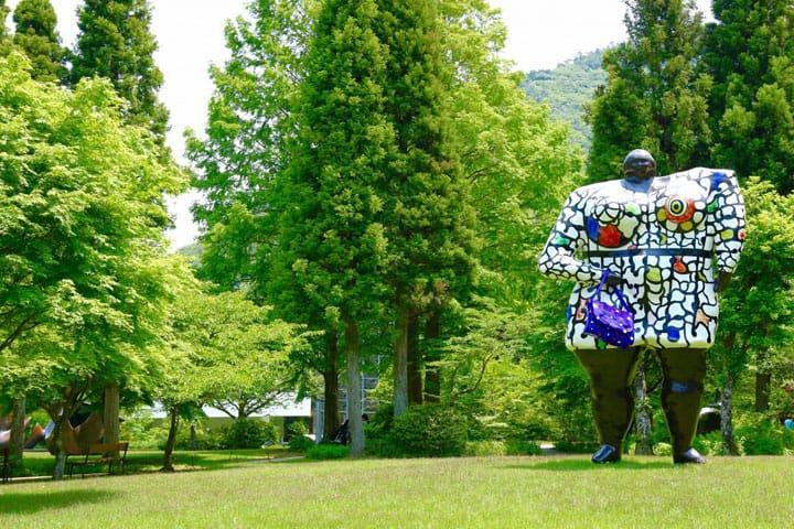 自然と一体となって自由に作品を楽しめるミュージアム、「彫刻の森美術館」