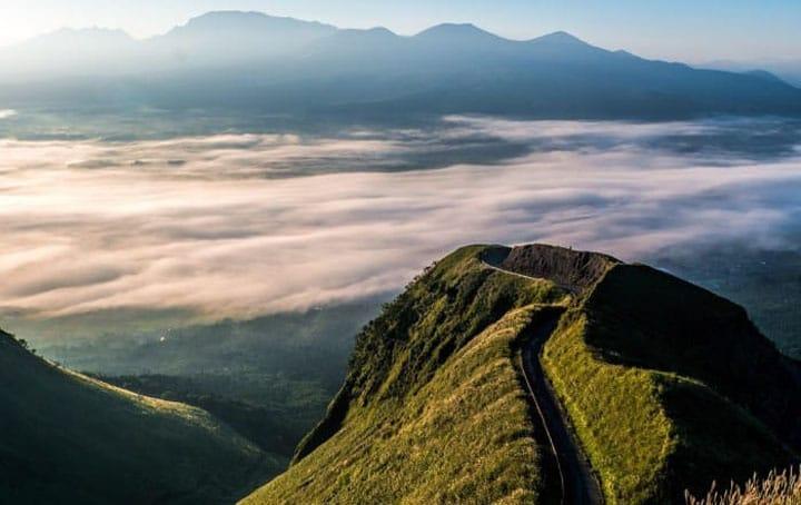 화산의 파워와 자연의 경이를 느낄 수 있는 하이킹 스폿, 토야마현 「타테야마 칼데라」