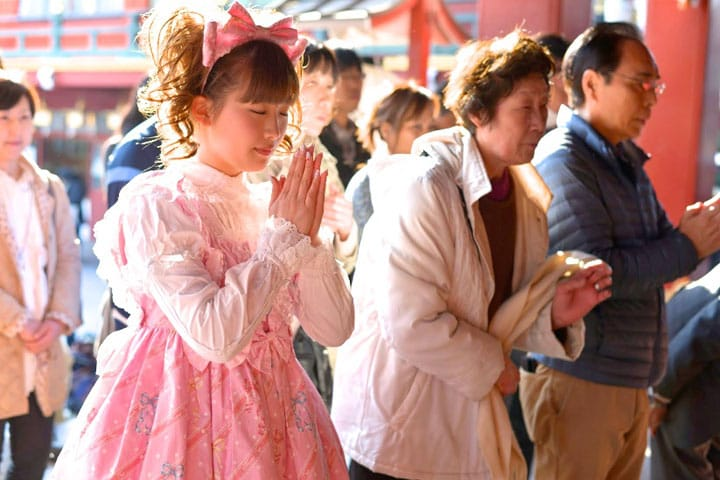 Bowing and Clappings at Shrines in Japan