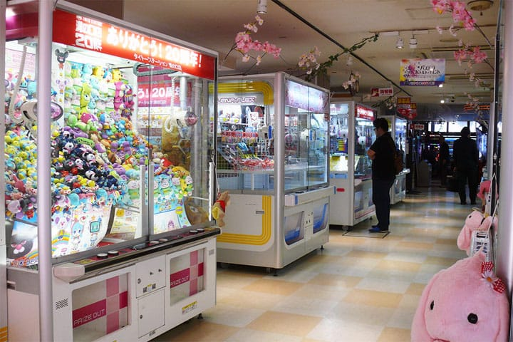 Japanese Arcades! How To Play Crane Game Claw Machines