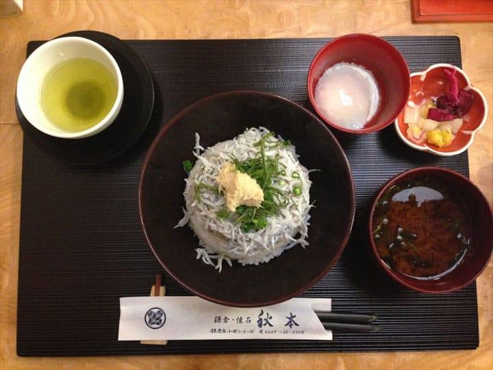 しらす丼を美味しく味わう食べ方って知ってる?鎌倉の食材を一度に味わえるお店「秋本」