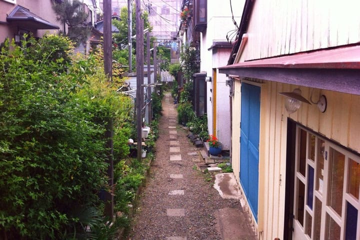 Kagurazaka - Follow Charming Streets Beloved By Locals And Cats Alike