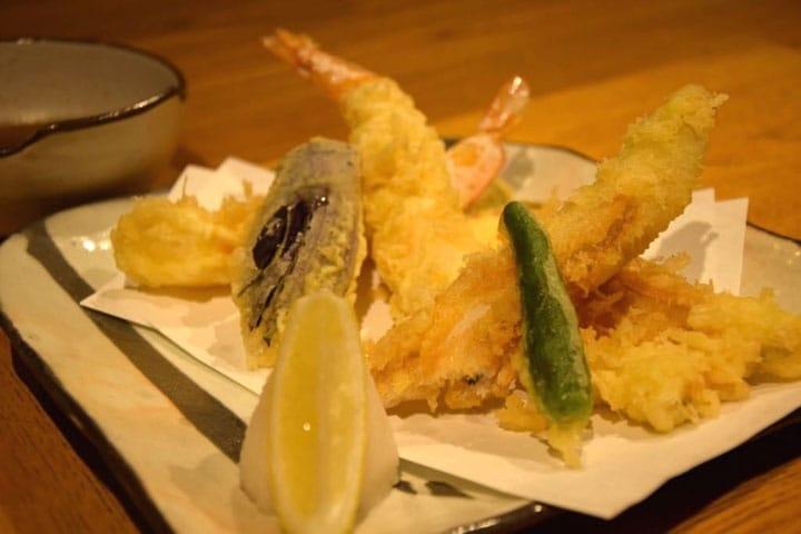 東京のベストレストラン10選 +日本食の解説付き!