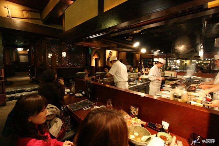 13 Ungkapan yang Berguna Saat Makan di Restoran di Jepang