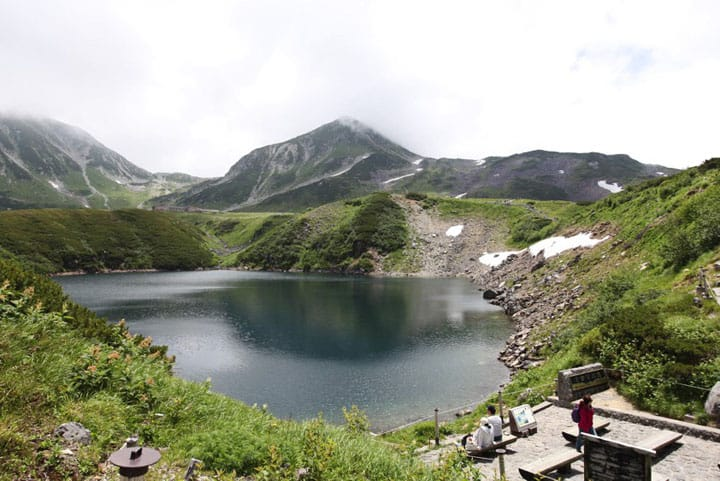 3,000m급 산들의 박력을 느낄 수 있는 토야마현의 「무로도다이라(室堂平)」로!