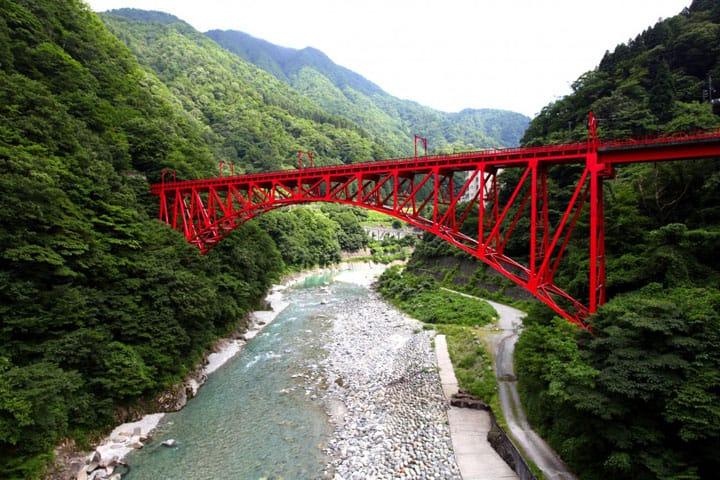 Ride The Torokko Train Over Toyama's Beautiful Kurobe Gorge