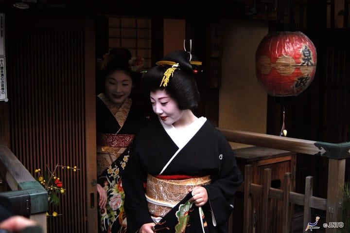 ข้อมูลพื้นฐานกับความสวยงามของ「ไมโกะ」「เกอิโกะ」และสถานที่ที่จะได้พบเจอพวกเธอ