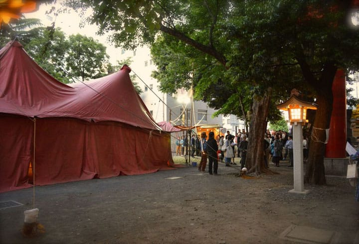 The Mysterious Red Tent Within The Shinjuku Hanazono Shrine