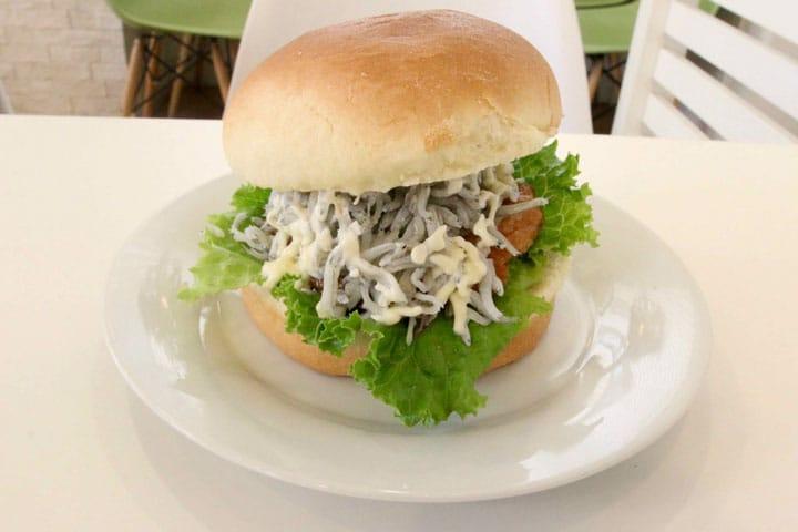 江之島才吃得到!吻仔魚漢堡 竹輪熱狗堡
