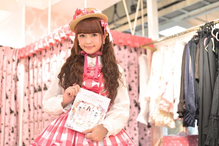 "【Interview】Misako Aoki's Enthusiasm toward ""Lolita Fashion BOOK"""