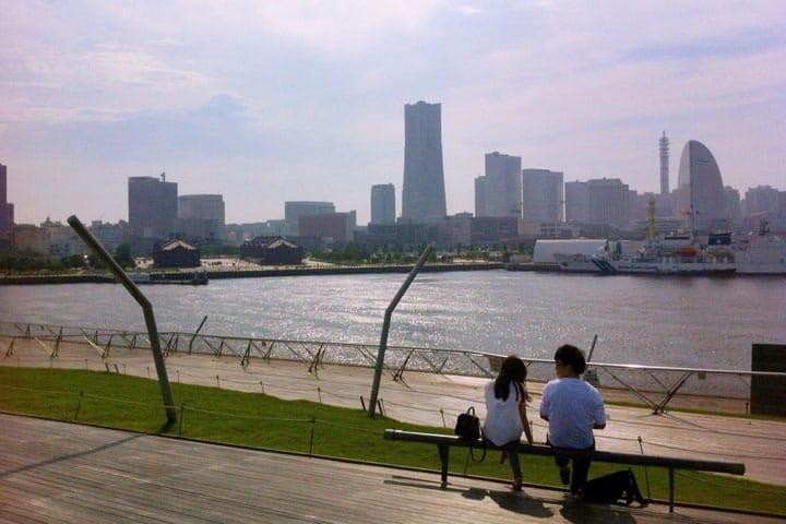 เดินเล่นกินลมชมวิวบนท่าเรือโอซันบาชิ โยโกฮาม่า (Osanbashi Yokohama)
