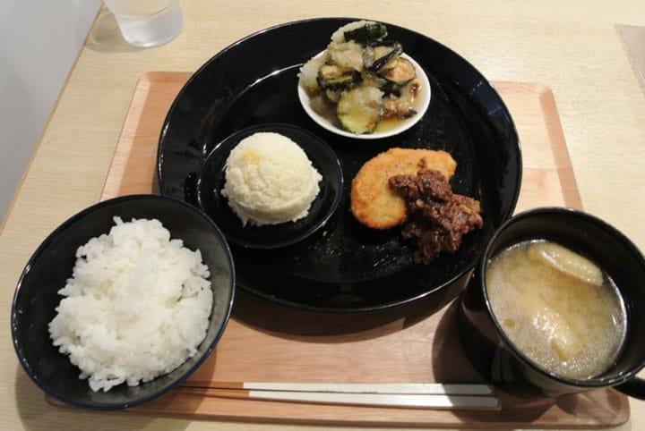 昔ながらの日本のベジタリアン食・精進料理を秋葉原「こまきしょくどう」で!