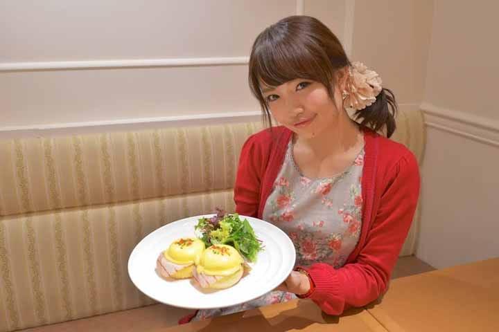 """อิ่มอร่อยกับเมนู Egg Benedict ไหลเยิ้มในชินจุกุได้ที่ """"Sarabeth's"""""""