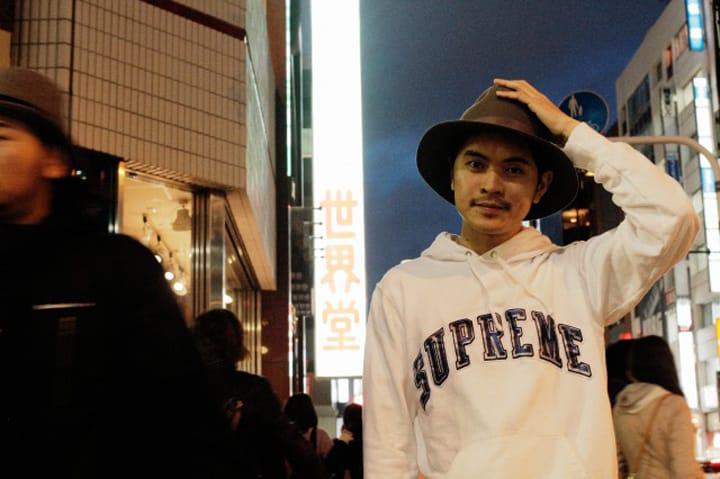 レイ・チャンが指南、新宿で味わうカオスな日本カルチャーツアー