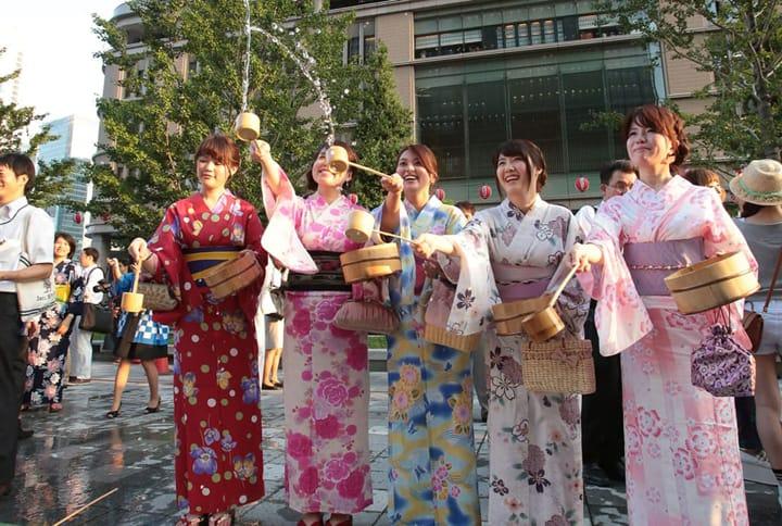 夏の暑い日に涼をとる。水を利用した日本の暑さをしのぐ方法