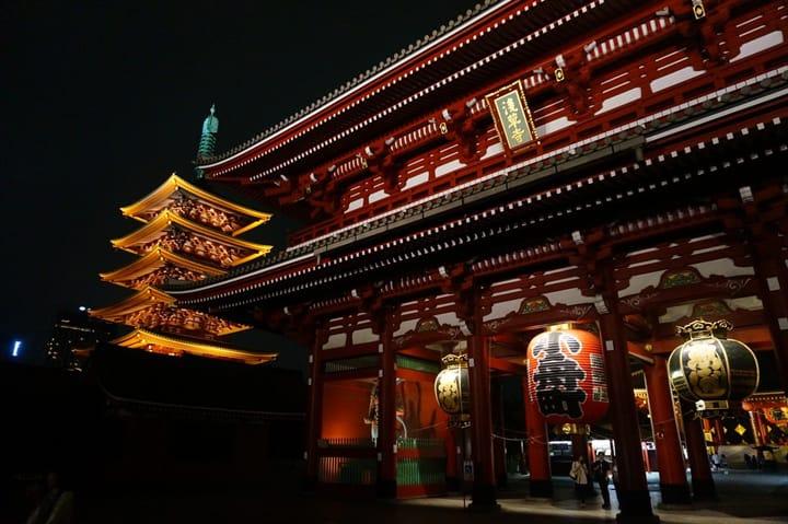 Evening Walk at the Sensoji Pagoda (Asakusa)