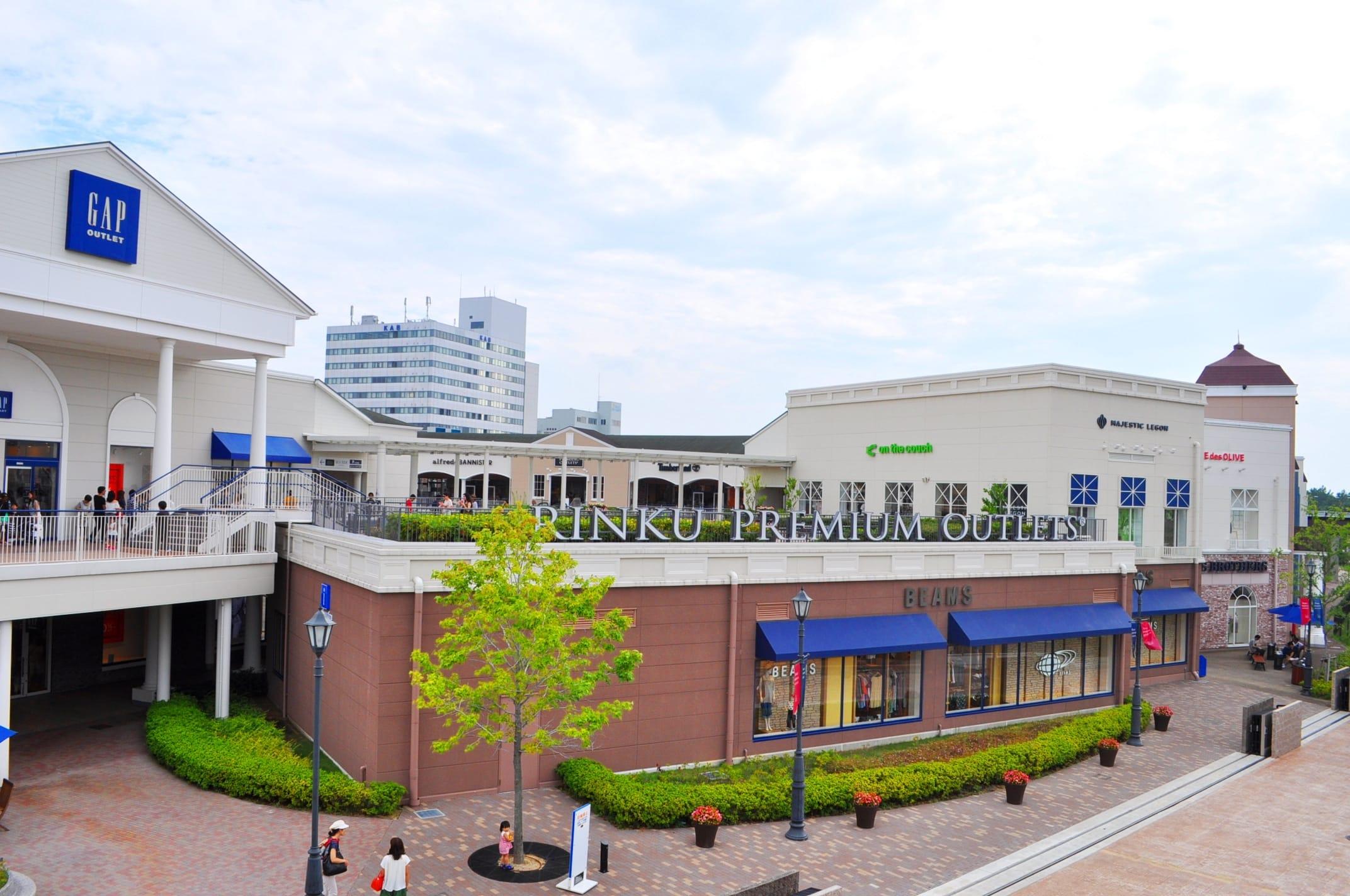 ช๊อปปิ้งที่「Rinku Premium Outlet 」กันดีกว่า   เพียงสถานีเดียวเท่านั้นจากสนามบินคันไซ!